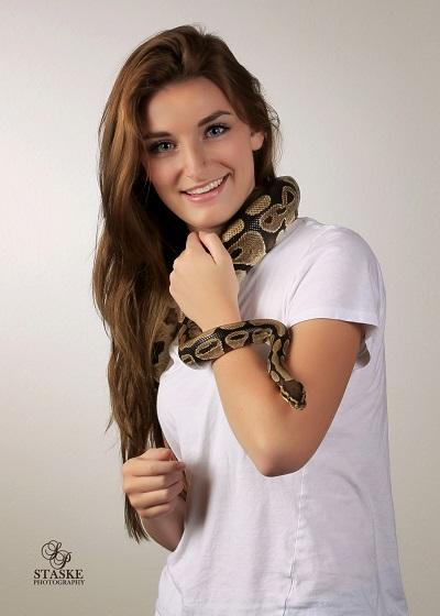 Ellie Knox-1